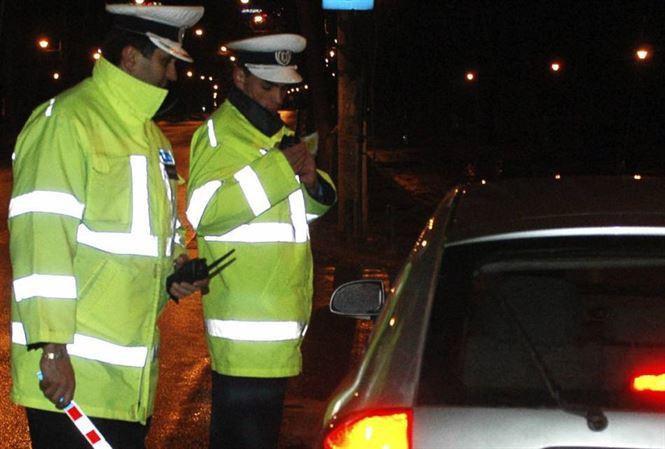 Infracţiuni la regimul rutier, descoperite de poliţişti