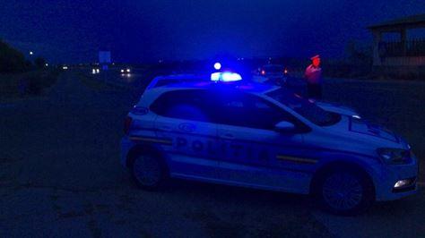 Un șofer băut s-a oprit cu mașina în gardul unei societăți comerciale din Chișcani