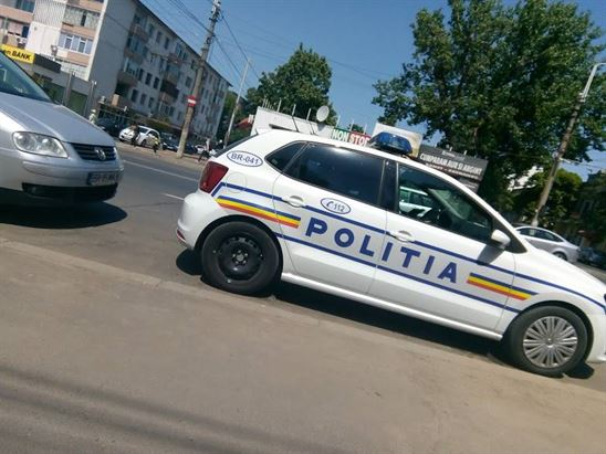 Dosar penal pentru o femeie care i-a furat o bancnotă unui șofer aflat la semafor