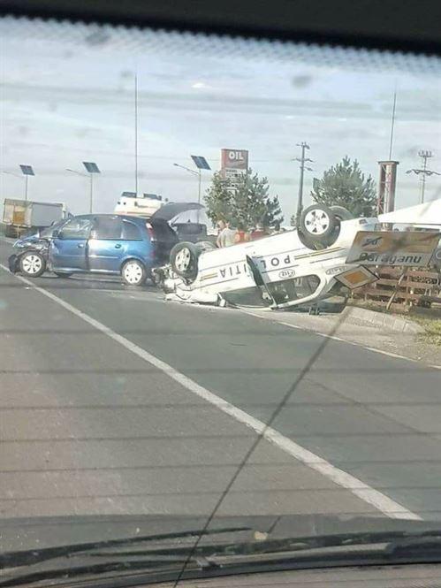 Masina a politiei aflata in misiune, implicata intr-un accident la iesirea din Baraganu