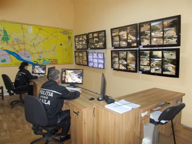 Zece infracțiuni surprinse de camerele de luat vederi monitorizate de Poliția Locală