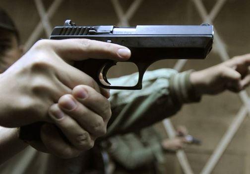S-a ales cu dosar penal pentru că a uitat să-și reînoiască permisul de armă