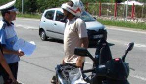 Dacă e vineri, poliţiştii se adresează mopediştilor