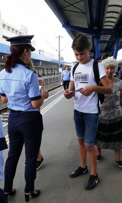 Mesajul politistilor catre adolescenti: Cum să te comporţi la spectacole şi meciuri