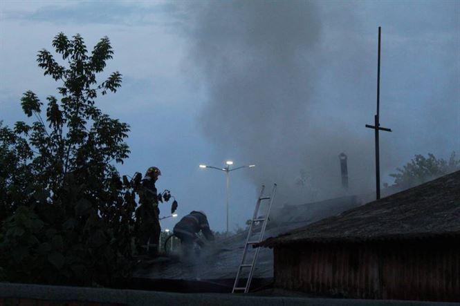 Incendiu la o clădire dezafectată în care se adăposteau oameni ai străzii