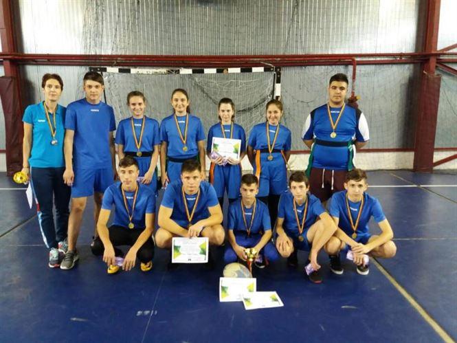 Elevi de gimnaziu de la Liceul Anghel Saligny au câștigat Cupa Liceului Anghel Saligny la rugby tag