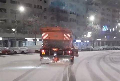 La prima ninsoare din acest an s-a intervenit doar cu sărărițele