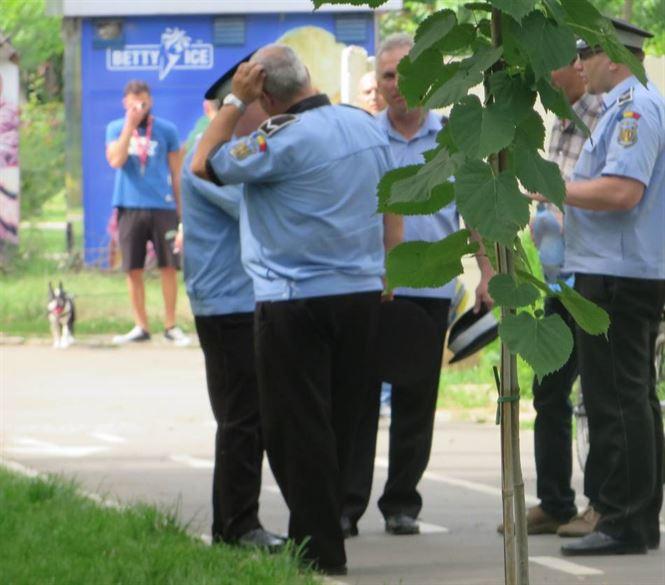 Surprinsă de Poliția Locală făcându-și nevoile fiziologice într-un Parc de joacă