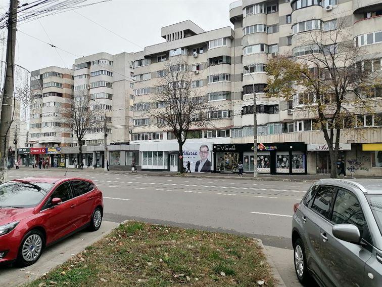 Mesh-ul de pe sediul de campanie al candidatului independent Adrian Tabarac motiv de dispută politică