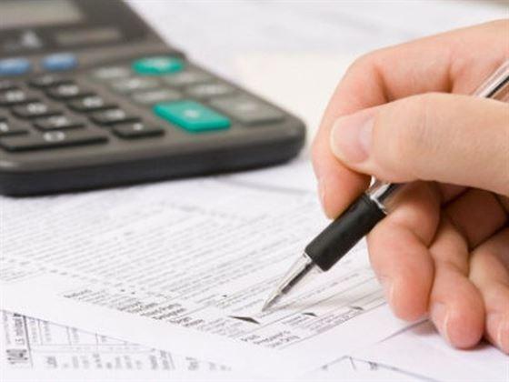 De-a Alba-Neagra cu taxele si impozitele: Proiectele noilor coduri fiscale care stabileau cresteri de taxe si impozite au fost retrase