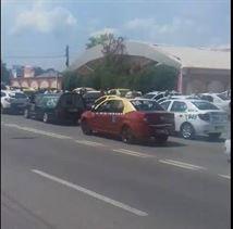 Peste 100 de taximetriști i-au adus un omagiu colegului lor decedat în stația de la Ciocârlia