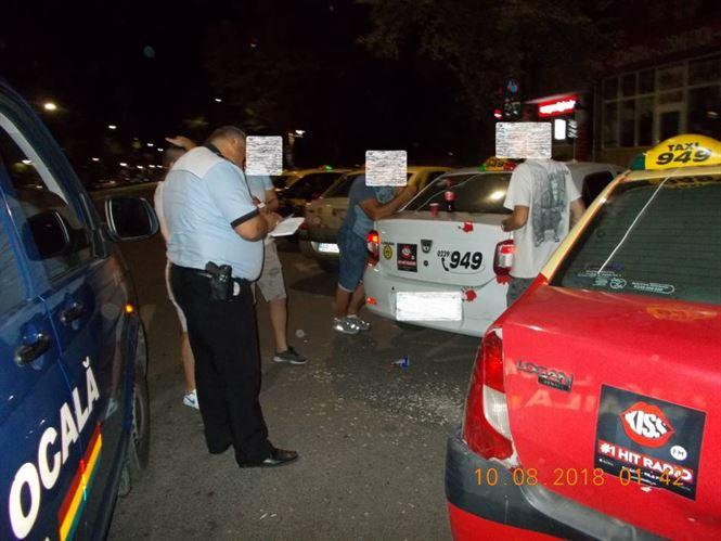 In lipsa de clienti, trei taximetristi depistati de Politia locala aruncand cojile de seminte pe jos