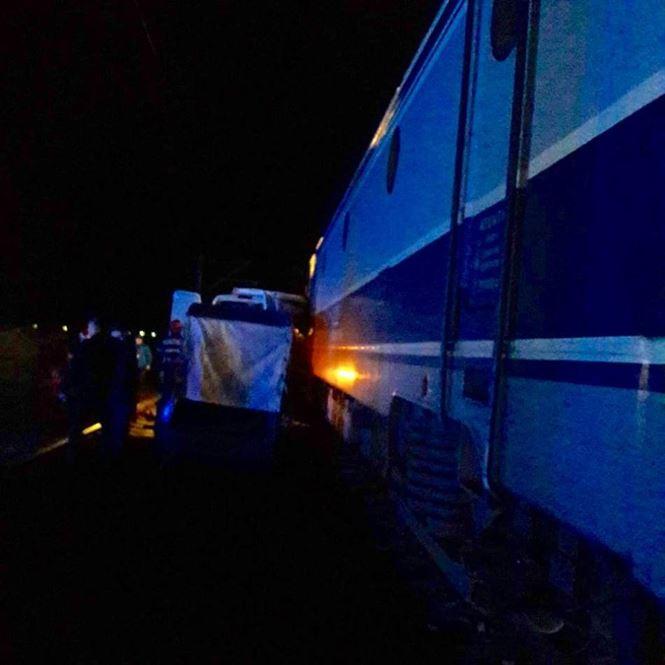 Update: Microbuz cu călători care venea spre Brăila lovit în plin de un tren