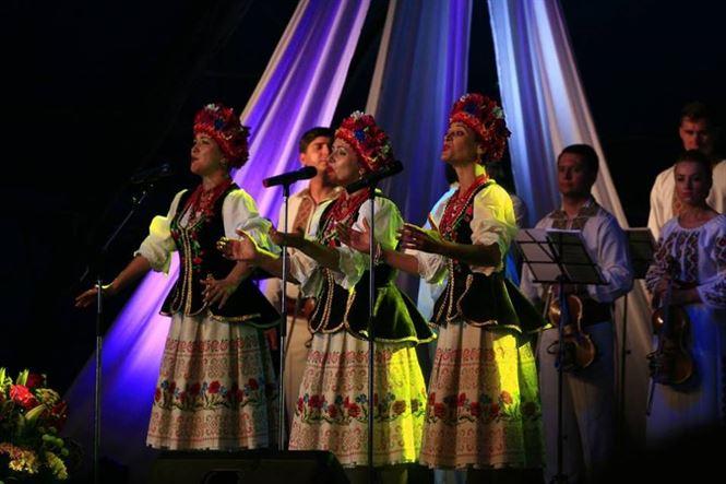 """Trio Bereghinya din Ucraina a castigat Trofeul Festivalului """"Cântecul de dragoste de-a lungul Dunării"""""""