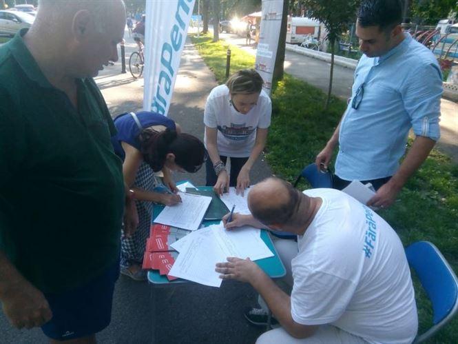 "Brailenii au semnat astazi pentru initiativa cetateneasca ""Fara penali in functii publice!"""